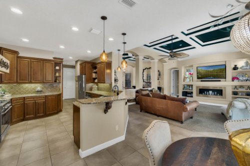 4517-Stone-Hedge-Dr--Orlando--FL-32817---11---Kitchen.jpg