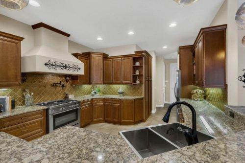 4517-Stone-Hedge-Dr--Orlando--FL-32817---12---Kitchen.jpg