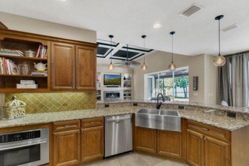 4517-Stone-Hedge-Dr--Orlando--FL-32817---14---Kitchen.jpg
