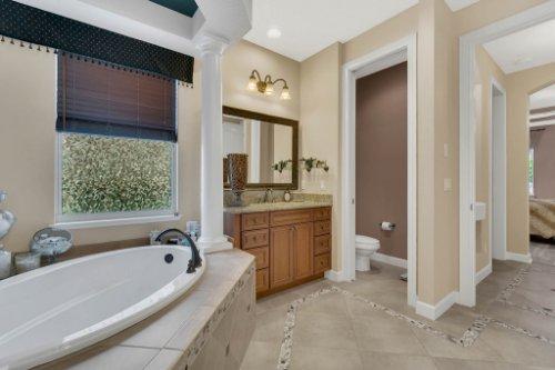 4517-Stone-Hedge-Dr--Orlando--FL-32817---22---Master-Bathroom.jpg