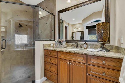 4517-Stone-Hedge-Dr--Orlando--FL-32817---23---Master-Bathroom.jpg