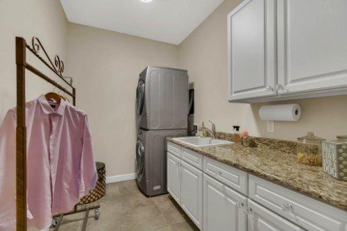 4517-Stone-Hedge-Dr--Orlando--FL-32817---28---Laundry.jpg