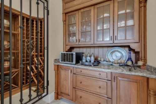 11330-Bridge-House-Rd--Windermere--FL-34786----23---Pantry.jpg