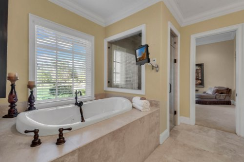 11330-Bridge-House-Rd--Windermere--FL-34786----31---Master-Bathroom.jpg