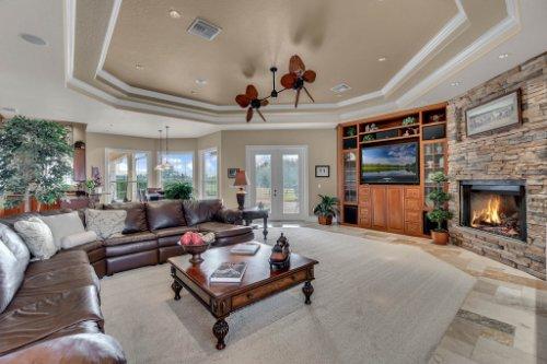 701-Lemon-Bluff-Rd--Osteen--FL-32764----09---Family-Room.jpg