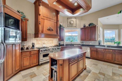701-Lemon-Bluff-Rd--Osteen--FL-32764----12---Kitchen.jpg