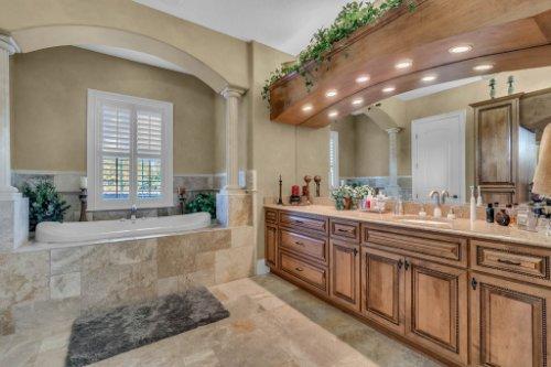 701-Lemon-Bluff-Rd--Osteen--FL-32764----20---Master-Bathroom.jpg