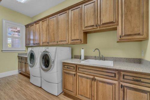 701-Lemon-Bluff-Rd--Osteen--FL-32764----28---Laundry.jpg