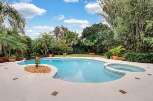7425-Park-Springs-Cir--Orlando--FL-32835---05---Pool.jpg
