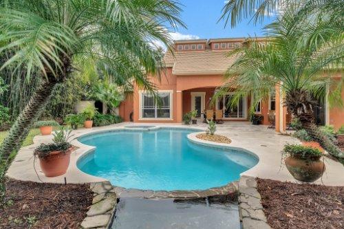 7425-Park-Springs-Cir--Orlando--FL-32835---06---Pool.jpg