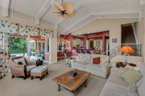 7425-Park-Springs-Cir--Orlando--FL-32835---13---Family-Room.jpg