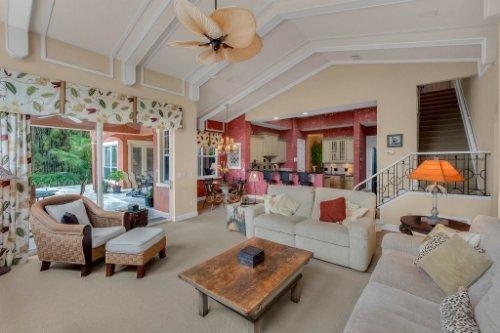 7425-Park-Springs-Cir--Orlando--FL-32835---13---Family-Room.jpg