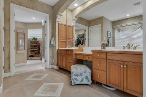 7425-Park-Springs-Cir--Orlando--FL-32835---24---Master-Bathroom.jpg