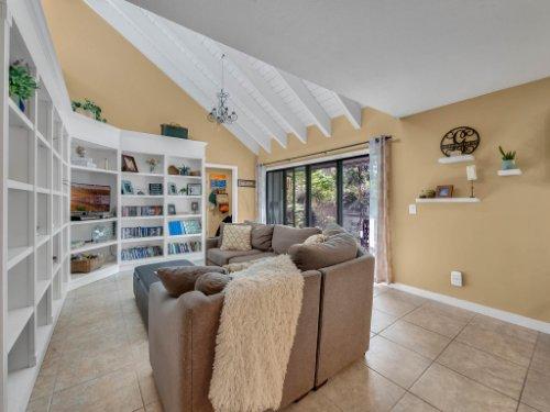 100-Primrose-Dr--Longwood--FL-32779----05---Family-Room.jpg