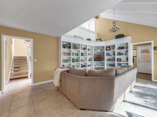 100-Primrose-Dr--Longwood--FL-32779----07---Family-Room.jpg