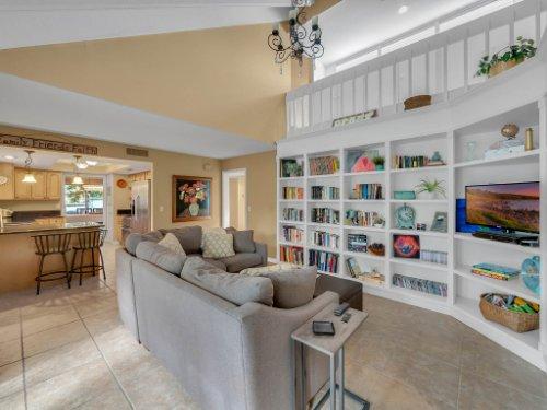 100-Primrose-Dr--Longwood--FL-32779----10---Family-Room.jpg