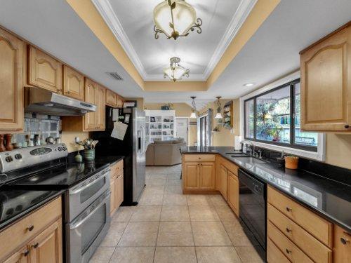 100-Primrose-Dr--Longwood--FL-32779----20---Kitchen.jpg
