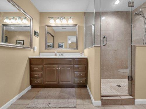 100-Primrose-Dr--Longwood--FL-32779----25---Master-Bathroom.jpg