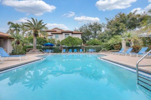1187-Shipwatch-Circle-Tampa--FL-33602--33--Community-Pool.jpg