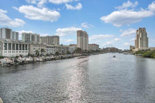 Downtown-Tampa-Florida--08--Garrison-Channel.jpg