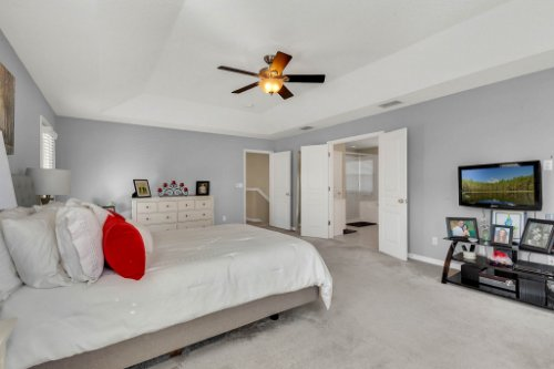 214-Autumn-Oaks-Loop--Winter-Garden--FL-34787----20---Master-Bedroom.jpg