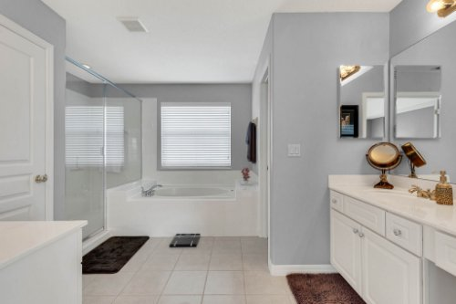 214-Autumn-Oaks-Loop--Winter-Garden--FL-34787----21---Master-Bathroom.jpg