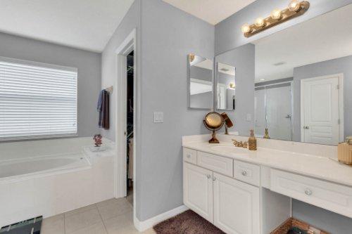 214-Autumn-Oaks-Loop--Winter-Garden--FL-34787----22---Master-Bathroom.jpg