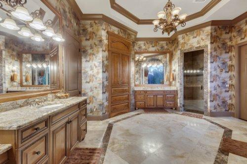 13250-Bellaria-Cir--Windermere--FL-34786----22---Master-Bathroom.jpg