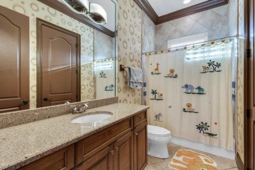 13250-Bellaria-Cir--Windermere--FL-34786----26---Bathroom.jpg