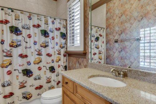 13250-Bellaria-Cir--Windermere--FL-34786----28---Bathroom.jpg