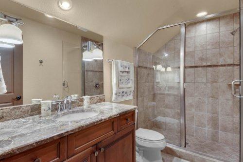 13250-Bellaria-Cir--Windermere--FL-34786----30---Bathroom.jpg