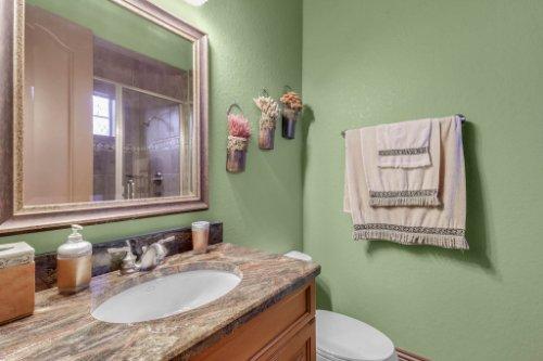 13250-Bellaria-Cir--Windermere--FL-34786----33---Bathroom.jpg
