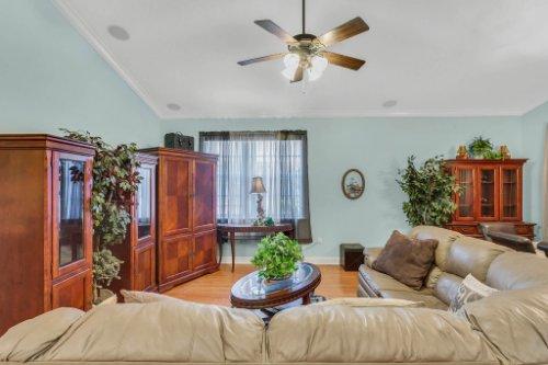 8095-Lake-James-Blvd--Lakeland--FL-33810----05---Family-Room.jpg