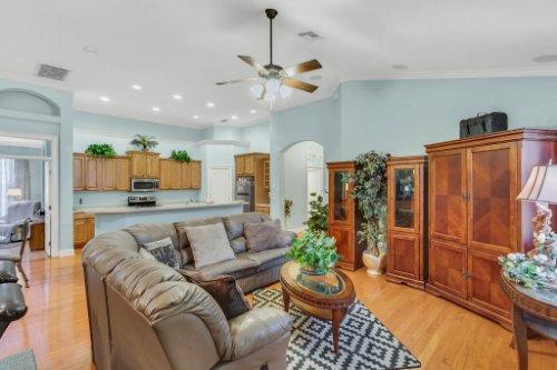 8095-Lake-James-Blvd--Lakeland--FL-33810----06---Family-Room.jpg