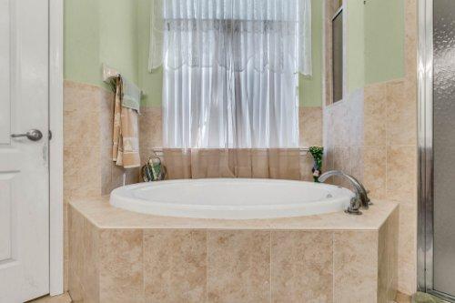 8095-Lake-James-Blvd--Lakeland--FL-33810----18---Master-Bathroom.jpg
