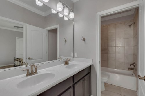 1513-Resolute-St--Kissimmee--FL-34747----23---Bathroom.jpg