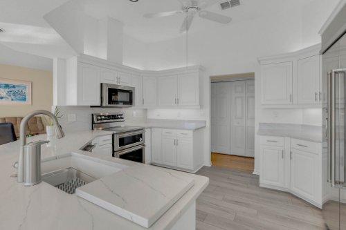 5918-Skimmer-Point-Blvd.-S-Gulfport--FL-33707--21--Kitchen-1-----3.jpg