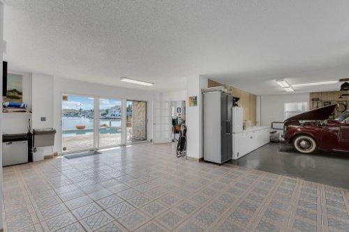 5918-Skimmer-Point-Blvd.-S-Gulfport--FL-33707--41--Garage.jpg
