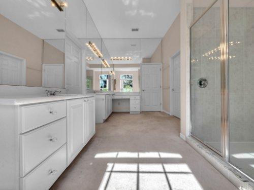 8190-Lake-Ross-Ln--Sanford--FL-32771----28---Master-Bathroom.jpg