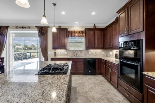 742-Cristaldi-Way--Longwood--FL-32779---18---Kitchen.jpg