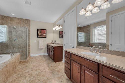 742-Cristaldi-Way--Longwood--FL-32779---24---Master-Bathroom.jpg