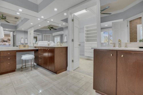 4805-W-Woodmere-Rd.-Tampa--FL-33609--31--Owner-s-Bath-1---1.jpg