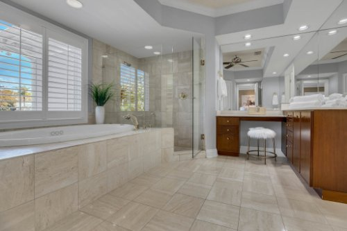 4805-W-Woodmere-Rd.-Tampa--FL-33609--32--Owner-s-Bath-1----2.jpg