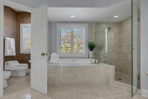 4805-W-Woodmere-Rd.-Tampa--FL-33609--34--Owner-s-Bath-1----4.jpg