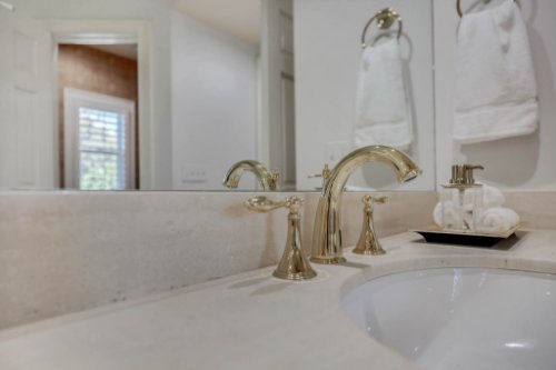 4805-W-Woodmere-Rd.-Tampa--FL-33609--35--Owner-s-Bath-1----5.jpg