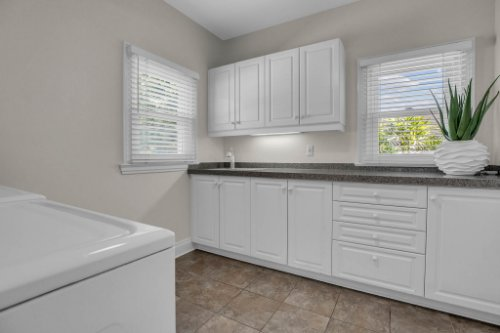 4805-W-Woodmere-Rd.-Tampa--FL-33609--42--Laundry-Room.jpg