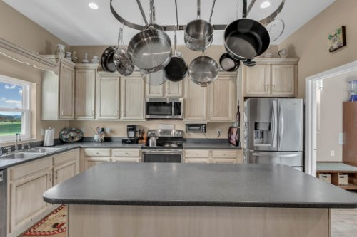 18914-Starcrest-Ln--Clermont--FL-34715----09---Kitchen.jpg