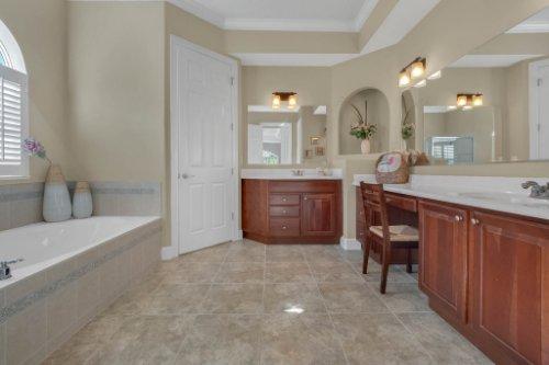 8578-Cypress-Ridge-Ct--Sanford--FL-32771----21---Master-Bathroom.jpg