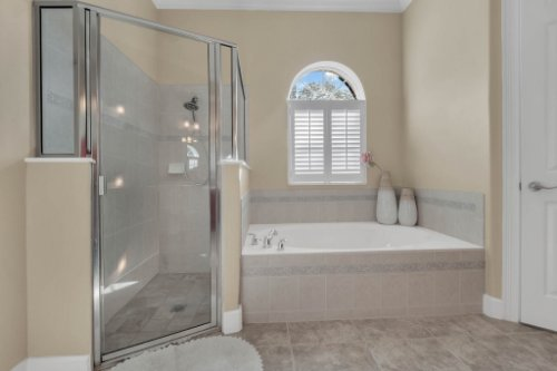 8578-Cypress-Ridge-Ct--Sanford--FL-32771----22---Master-Bathroom.jpg