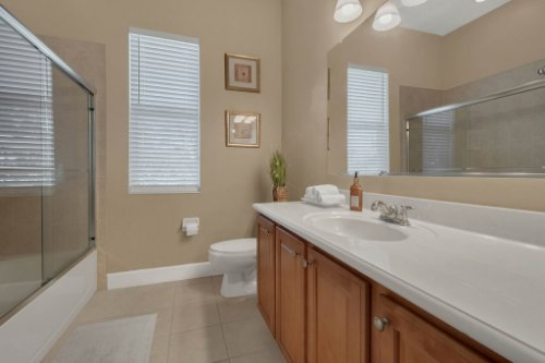 8578-Cypress-Ridge-Ct--Sanford--FL-32771----25---Bathroom.jpg